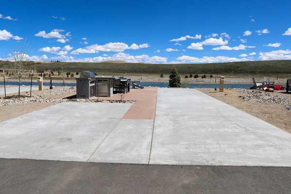 Premium Lakefront RV Site Full Hookup 30/50 Back in