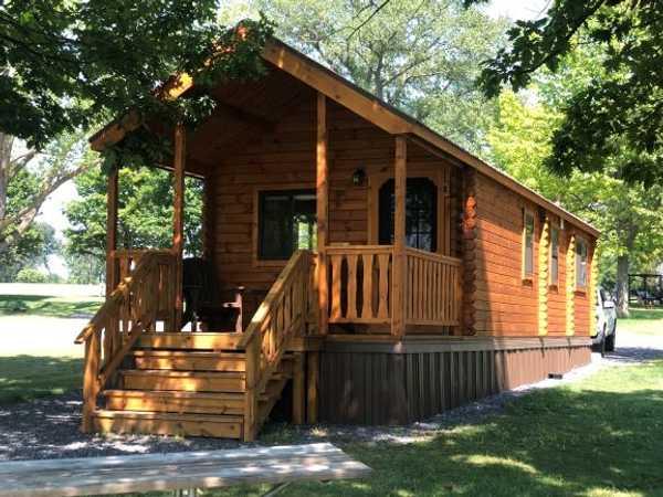 Medium Lakeview Cabin