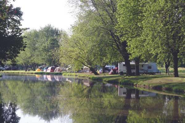 Sunset Lakes RV Resort