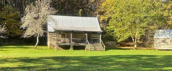 Authentic Log Cabin (Pioneer)
