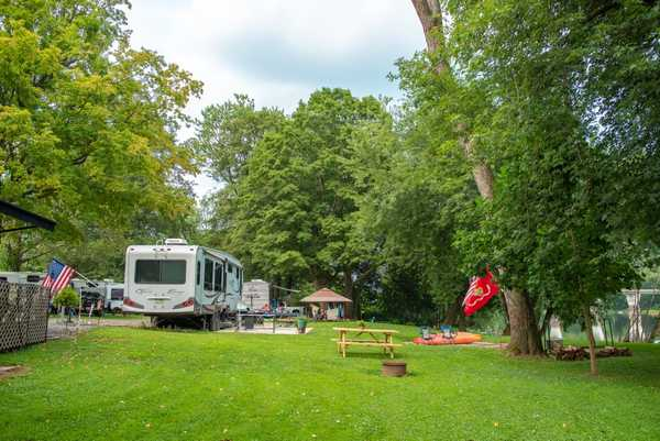 30/50 Amp Waterfront RV Site