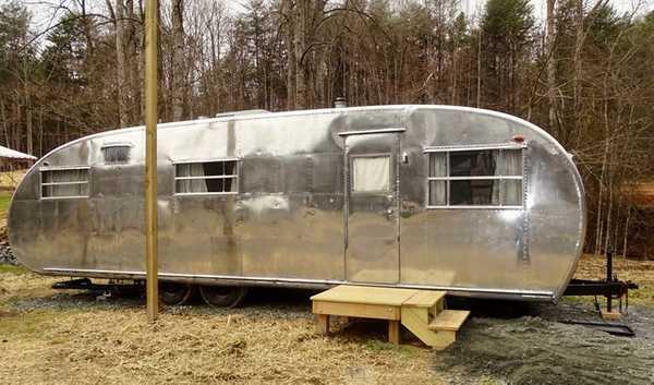 Vintage Camper - 1952 Spartanette Camper (Gene)