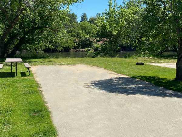 No Hookup Riverside RV Site