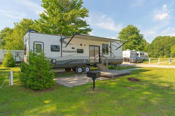 Premium RV Rental 1 Bedroom with Loft