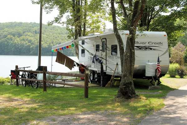 Lakefront Water/Electric/Sewer RV Site