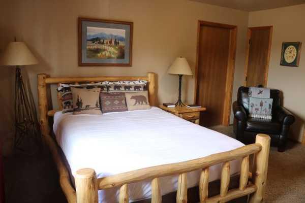 Larkspur Lodge Room