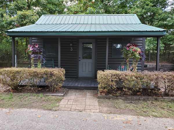 2 Bedroom Rustic Cabin - Sleeps 5