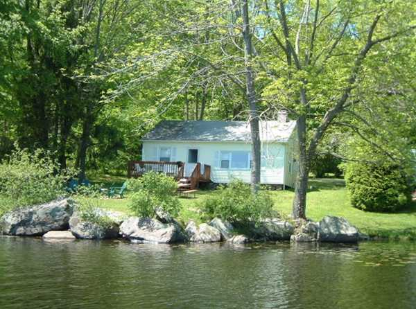 2 Bedroom Yellow Lakefront Cottage