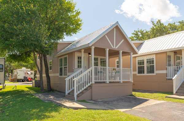 Premium 1 Bedroom Cottage with Loft (NP)
